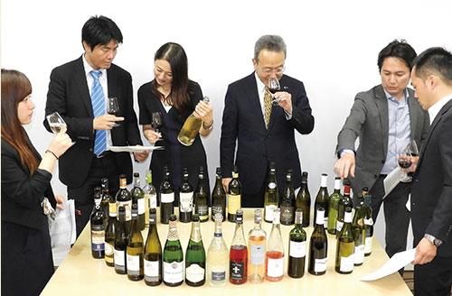 講座テーマに沿ったワイン3本(年間36種)