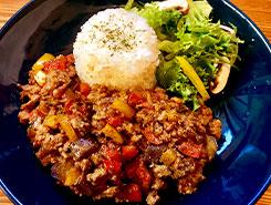 粗挽きポークと夏野菜のキーマカレー