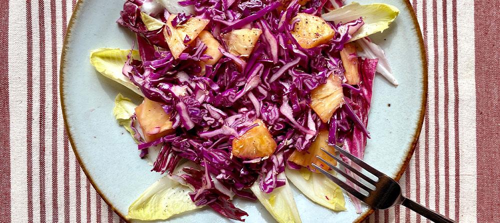 カラフルで栄養素もたっぷり紫キャベツとパイナップルのサラダ