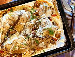 骨付き鶏モモ肉のグリル アンチョビと豆乳、白ワインのソースで