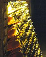 フランスからロシアに運ばれる際、品質劣化を防ぐために黄色の特別なセロハンでカバーされましたが、現在もこの歴史あるセロハンに包まれて売られています。